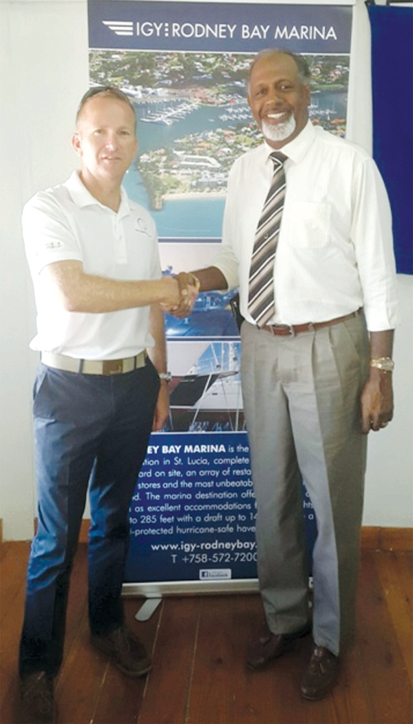 Image of IGY General Manager Simon Brian and Managing Director of Guardsman Tim Augustin seal deal. [Photo: IGY]