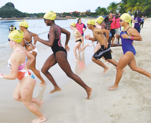 And thay're off, Under-16 participants in the swim segment. [Photo: Anthony De Beauville]