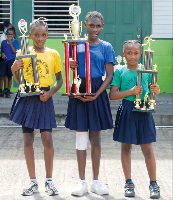 Top three finishers in the primary school category [Photo Anthony De Beauville]