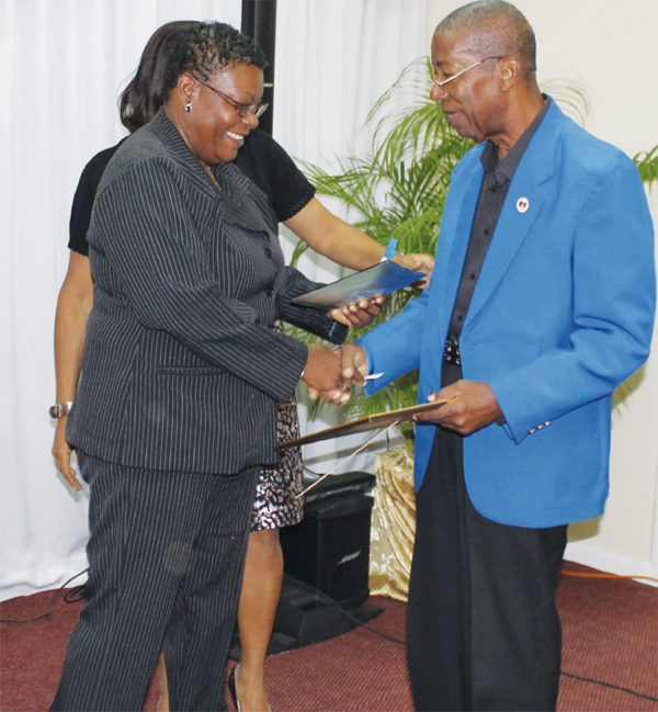 Former SLNCA 3rd Vice President presenting Kenneth Arthur with an award. [PHOTO: Anthony De Beauville]