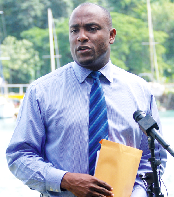 Sports Minister Shawn Edward addressing SLOC members (Photo Anthony De Beauville)