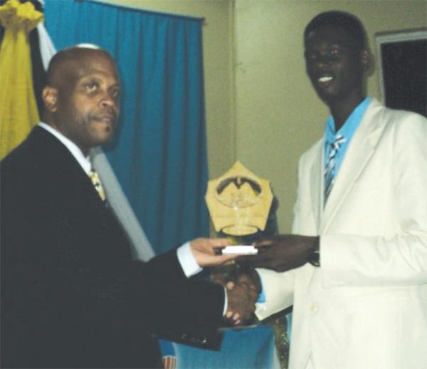 (L-R) SLAA President Wayne Burton presenting Mickey Ferdinand with his award.