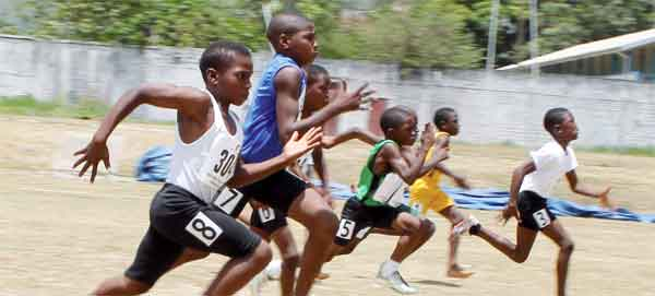9-10 Boys 60m too close to call (Photo: Anthony de Beauville)