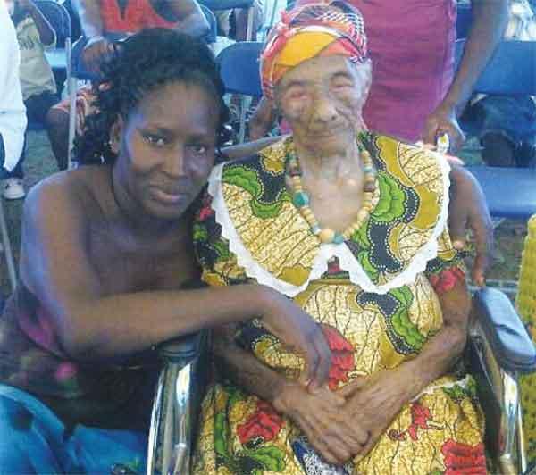 Image: Christina Cetoute  with her great, great grandniece, Joyce Glasgow.