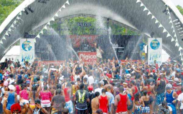 Image: Hundreds of patrons enjoying themselves at H2O Wet Fete.
