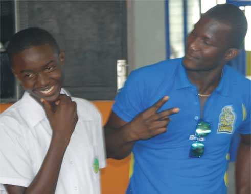 Image: National under-15 captain Kimani Melius and St. Lucia Zouks captain Darren Sammy talking cricket. (Photo: Anthony De Beauville)