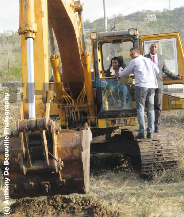 Image: Minister for Commerce start works on the site. (Photo: Anthony De Beauville)