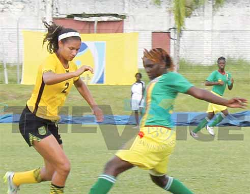 Jamaica No.2 Simone Wark made life difficult for the Granada defence (Photo: Anthony De Beauville)
