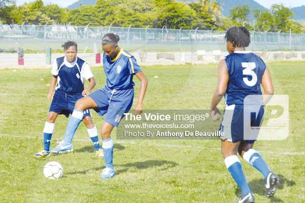 Image: Some of the action between St.Joseph's Convent and Marigot Secondary.(Photo Anthony De Beauville)