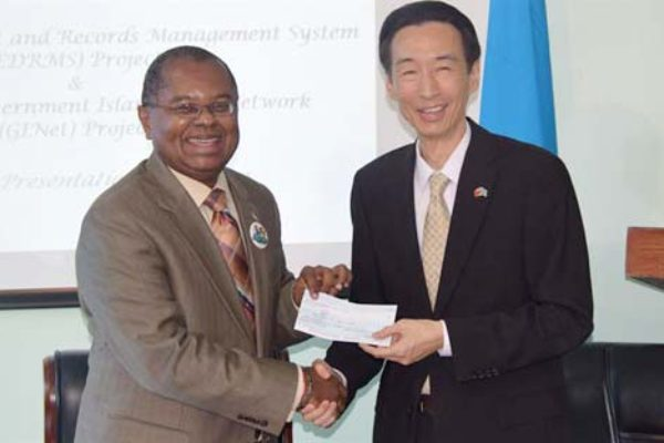 Image: Dr. Flecther receives the Taiwanese Grant