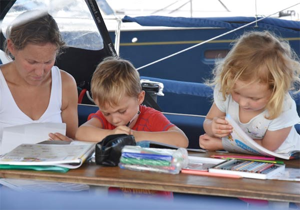 Children doing their homework on board K1W1-Beanz © WCC / Lucia Ivanissevich