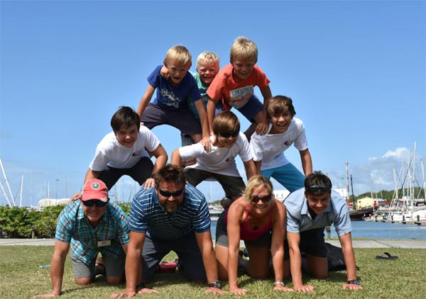 The family boat pyramid - from K1W1-Beanz and Widago © WCC / Lucia Ivanissevich
