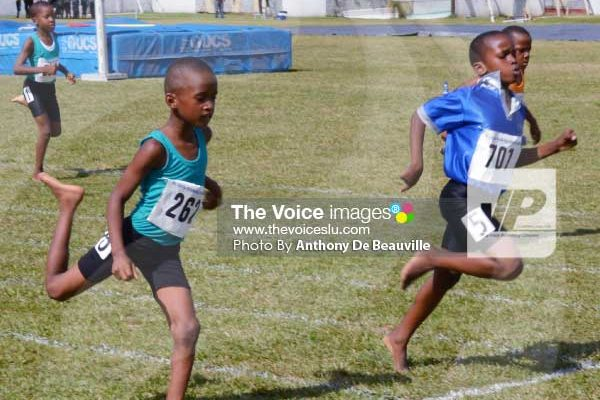 Boy 150 metre runners in epic finish. [PHOTO: Anthony De Beauville]