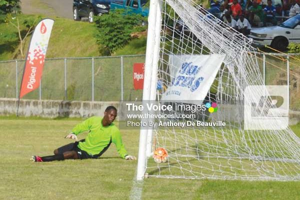 Image: It was a tough afternoon between the uprights for Boguis custodian No.1 VernatiusChorlouis against Big Players FC (Photo Anthony De Beauville)