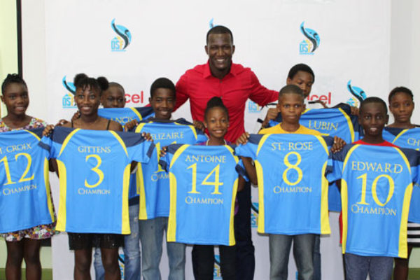 Sammy poses with nine of the recipients at yesterday's function.