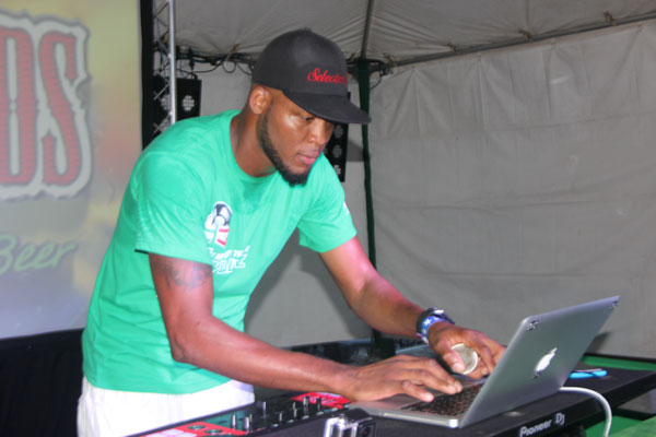 img: Former Heineken Green Synergy champion Selecta Twis onstage at the semis.
