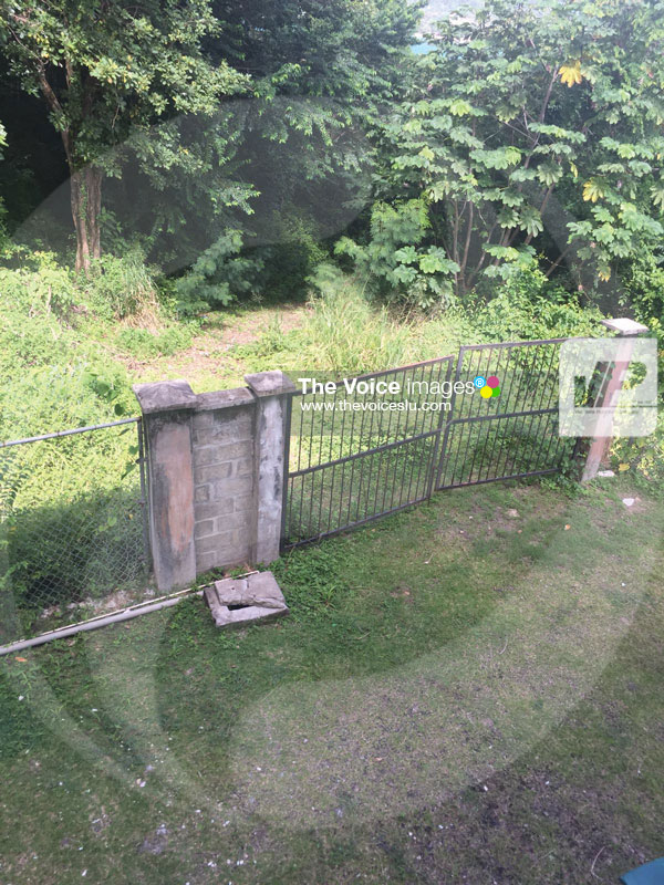 IMG: Fence scaled by robbers to enter and possible make escape