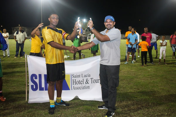 img: Hard Nuts captain Dylan Joseph receiving championship trophy from SLHTA CEO Noorani Azeez.