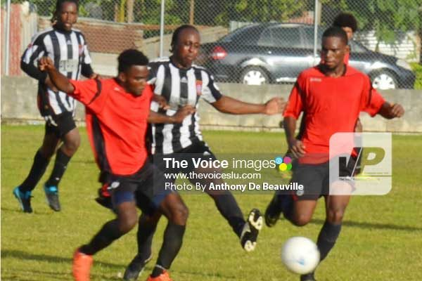 Image: VSADC continue their dominance in midfield against OBLA Fashion. (Photo: Anthony De Beauville)
