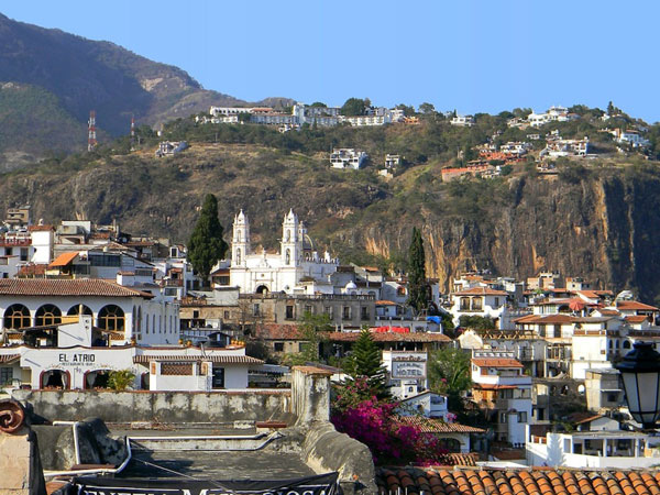 img: Taxco an administrative center in Mexico where silverwork and tourism related to Taxco's-status as a silver town is the mainstay of the economy
