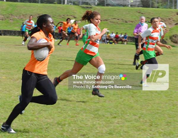 Image: A Le Sport player with ball in hand taking it all the way to the touch line against Guadeloupe. (PHOTO: Anthony De Beauville)