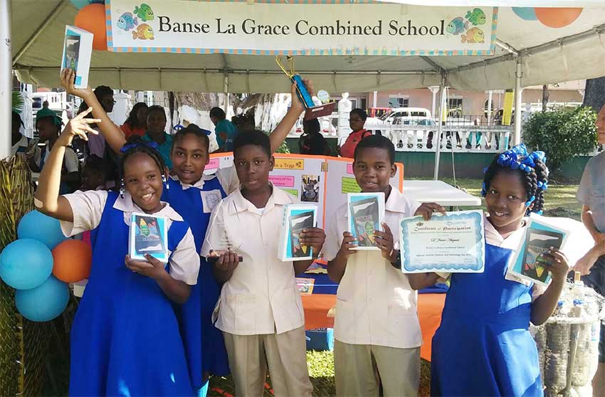 iMAGE: Students display their certificates.