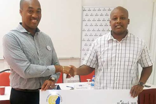 Image: Destang hands over cheque to Francis