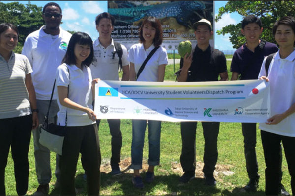 img: Craig Henry of SLNT, fisheries coordinator Matsuoka (l), and the volunteers.