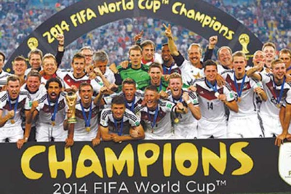 (L-R) Defending champions Germany and host Russia.