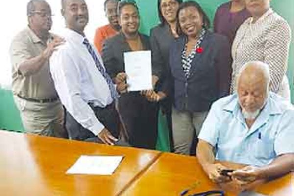 Image: In photo are executive representatives of the First Citizens Investment Services, First Citizens TT and the NWU.