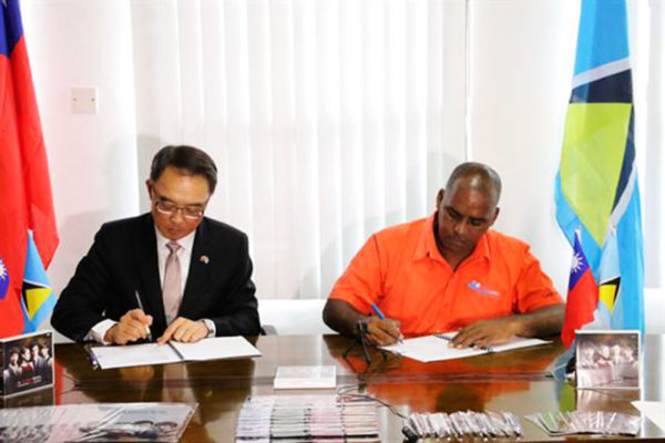 Image: Taiwan Ambassador Douglas Chen (left) and Calabash TV MD Bernard Faris signed the contract