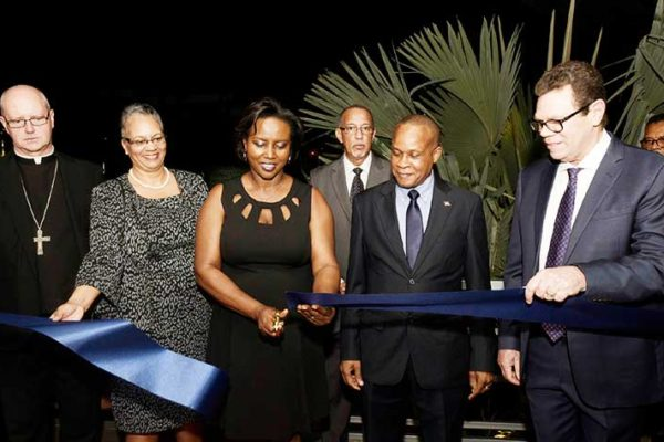 Image: Haiti's First Lady Martine Noise cut the ribbon