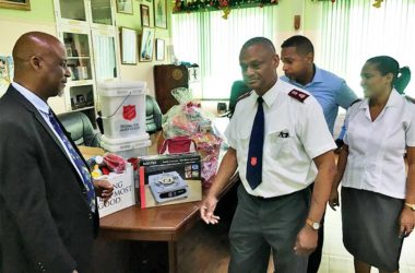 Image of Mayor receiving donation from Salvation Army