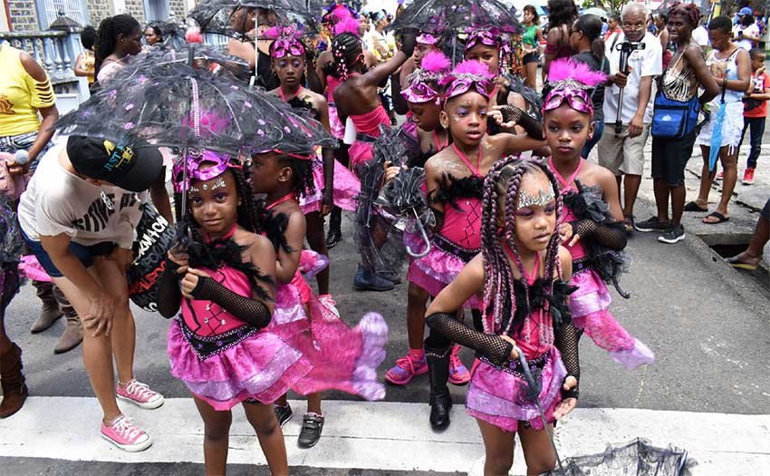 Image of Carnival fashionistas.