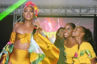 Image of Curmiah Lisette on stage
