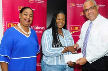 Image: CIBC FirstCaribbean's Managing Director, Retail and Business Banking Mark St Hill (right) making the presentation to Tamika Roberts, President of the Bahamas Students Association (centre) while Business Development Officer at UWI Cave Hill, Sonia Johnson shares in the moment.