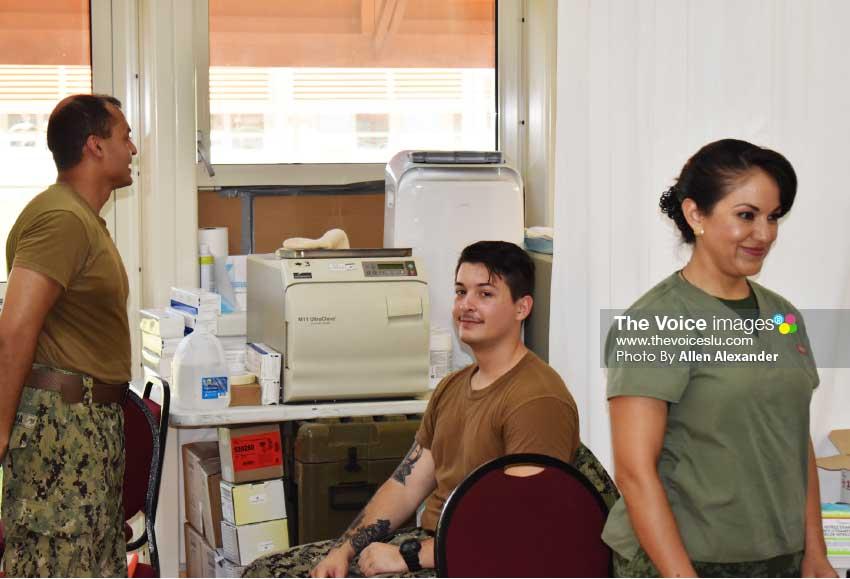 Image of medical staff of USNS Comfort at the OKEU Hospital. [Photo: Allen Alexander]