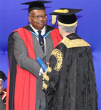 Image: Honourary Graduate His Excellency Sir Tapley Seaton, Governor-General of St Kitts and Nevis receiving his award from Chancellor Robert Bermudez.