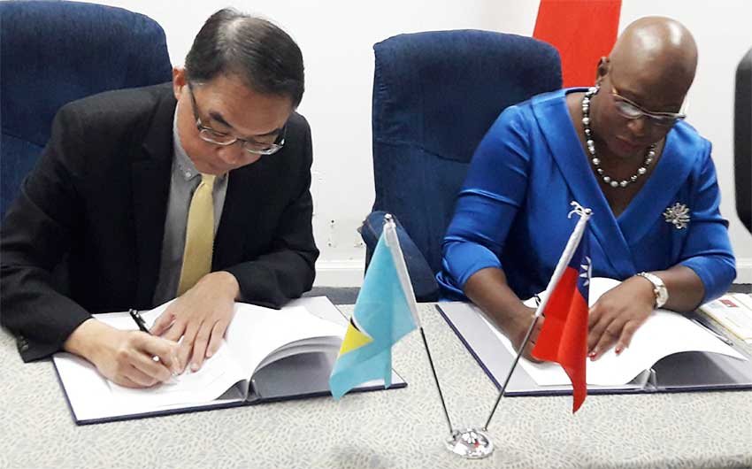 Image of His Excellency Douglas C.T. Shen, Ambassador of the Republic of China (Taiwan) and Dr Gale T.C. Rigobert, Minister of Education signing ICT for Education Agreement.
