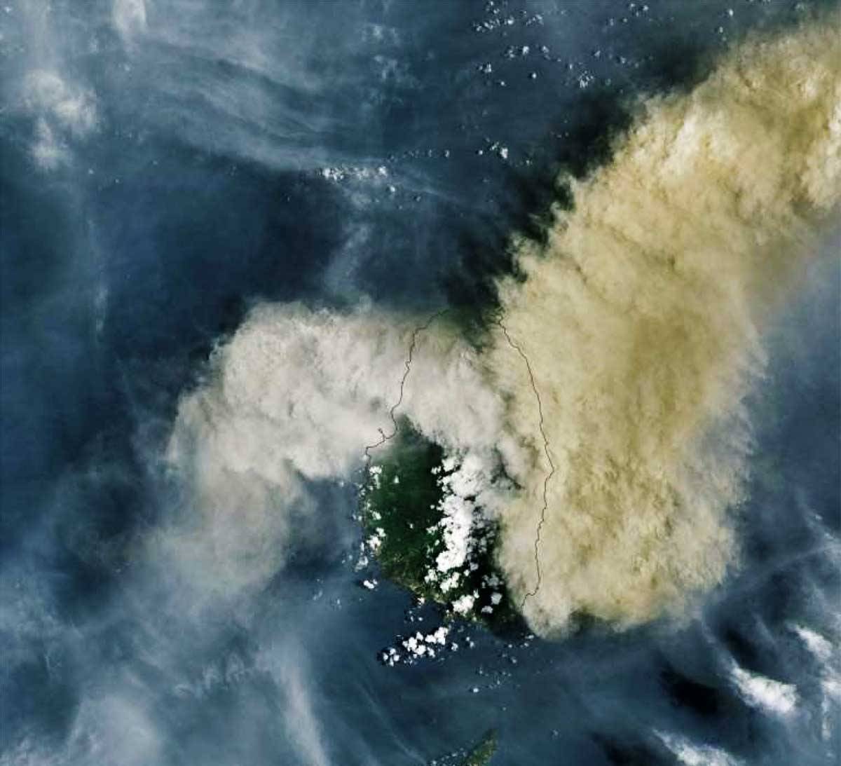 Image: © Handout A NASA Earth Observatory satellite image of the volcano eruption of the La Soufriere Volcano on the Caribbean island of St. Vincent.